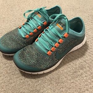 Speckle patterned Nike free run size 7.5